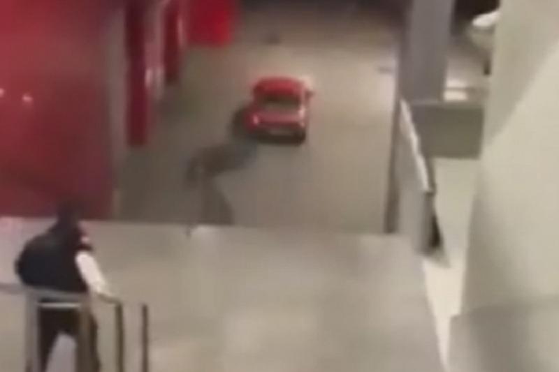 Filmska potjera u Banjaluci, vozilom policiji pobjegao niz stepenice (VIDEO)