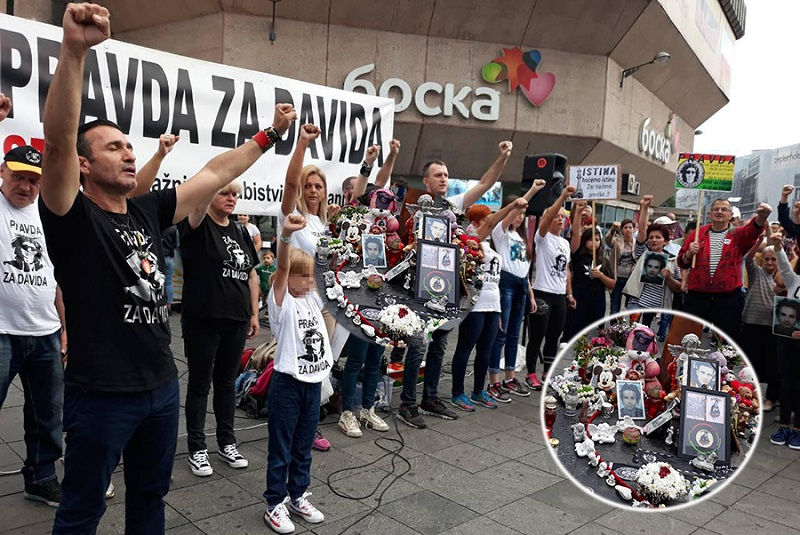 """Sutra očekujem hapšenje dva policajca, ali idemo do kraja"": Dragičević na Trgu Krajine otkrio potresne detalje o Davidovoj smrti"