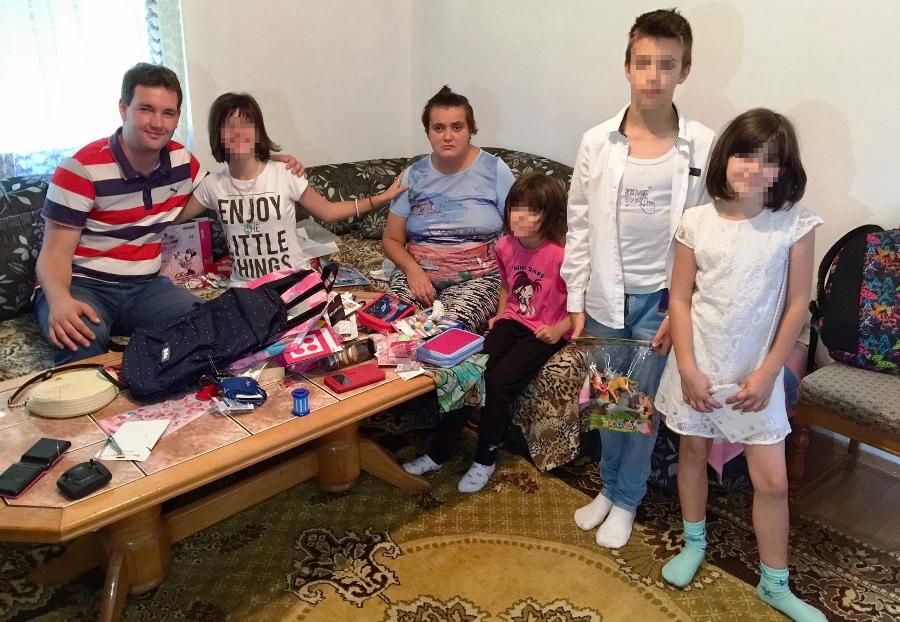 Telefoni stalno zvone: Porodici Vujasin stiže pomoć sa svih strana, djeca dobila školski pribor i igračke