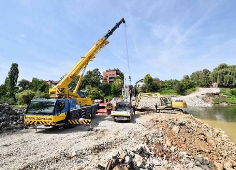 Radovi u punom jeku: Na pola puta do novog Zelenog mosta (FOTO)