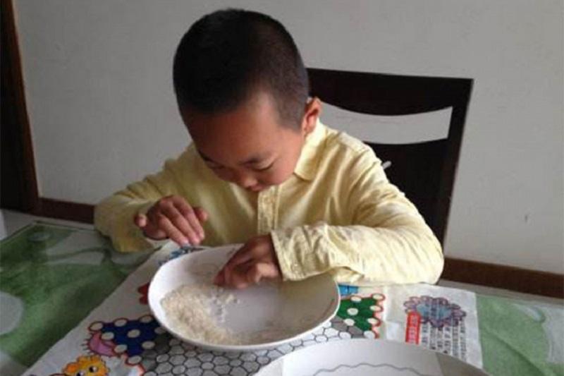 Đaci za domaći zadatak dobili da prebroje 100 miliona zrna riže