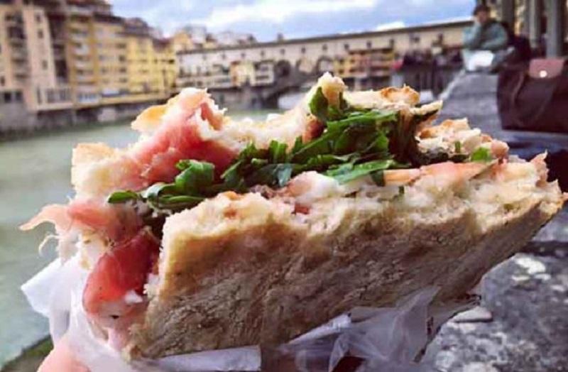 Novo pravilo u Firenci: Ko jede na ulici – kazna 500 evra