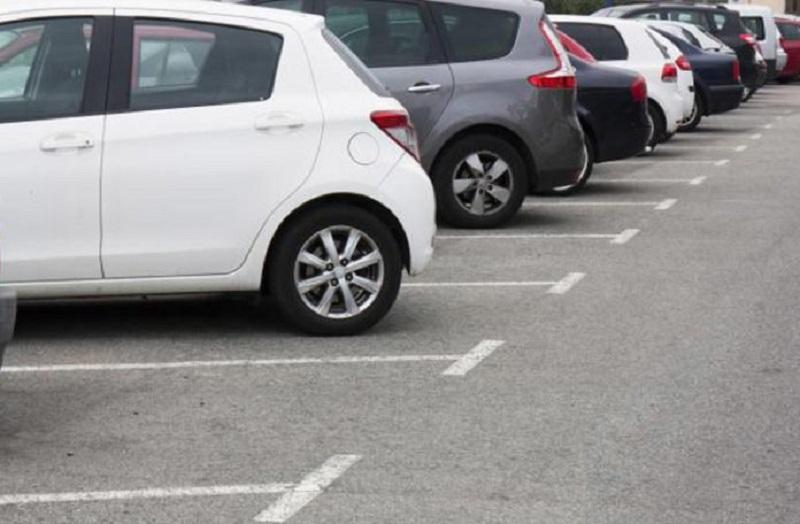 Oštetila sedam automobila dok je tražila parking