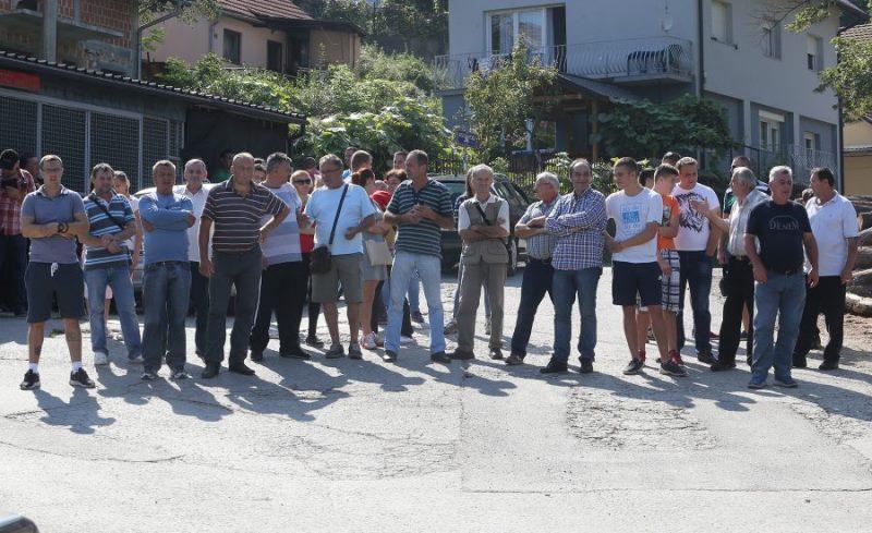 Protest mještana banjalučkog naselja Potok: Decenijama čekaju vodu