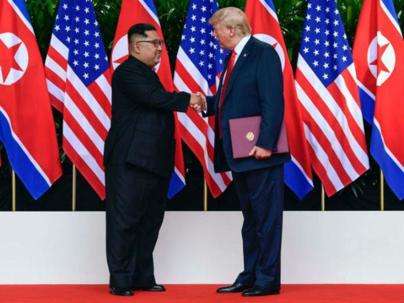 Tramp zahvalio Kimu na vojnoj paradi bez balističkih raketa