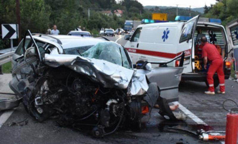 Stravičan udes u Srbiji: Muškarac poginuo na licu mjesta, dijete preminulo u bolnici