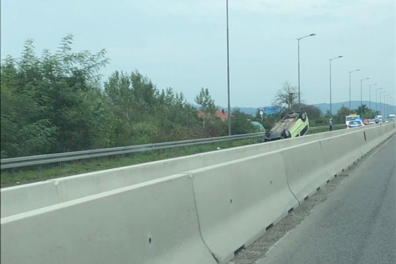 Udes na ulazu u Banjaluku, auto na krovu