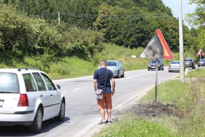 Detalji saobraćajne nesreće u Prijakovcima: Ostao zaglavljen u vozilu koje je progutala vatra