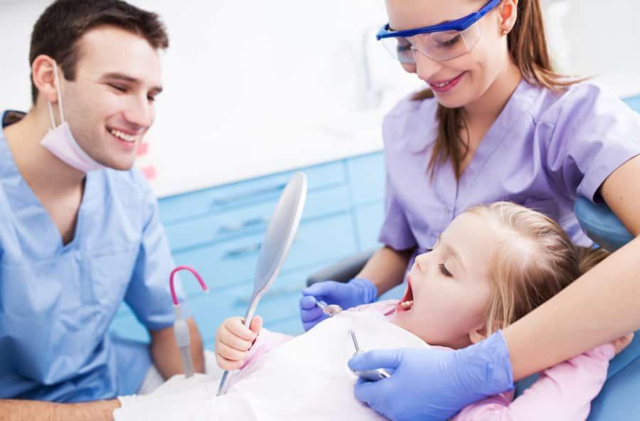 Kod školskog zubara do punoljetstva