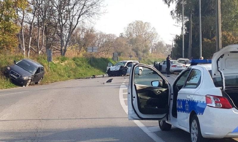Jedna osoba poginula, četiri povrijeđene u sudaru tri vozila
