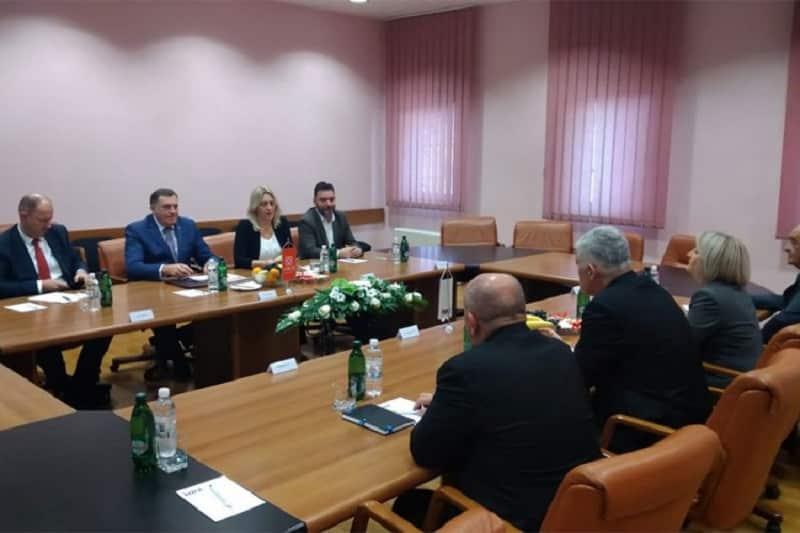 Dodik: SNSD odlučio da pošalje imena članova komisija zbog Šarovića i Borenovića