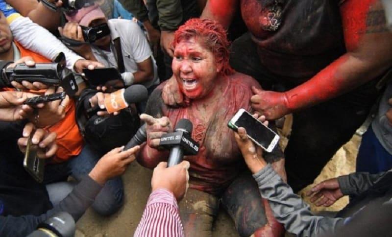 Demonstranti uhvatili gradonačelnicu, ošišali je i ofarbali