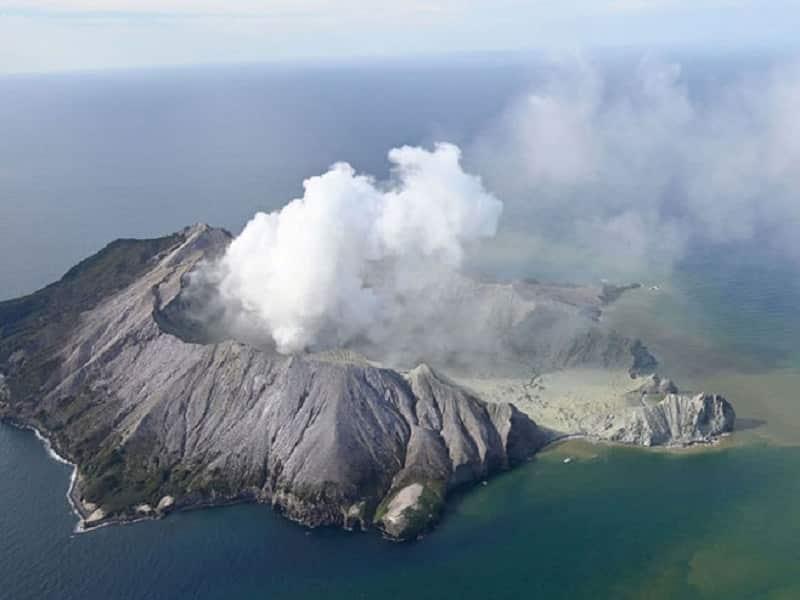 Novi Zeland: U erupciji vulkana poginula jedna osoba