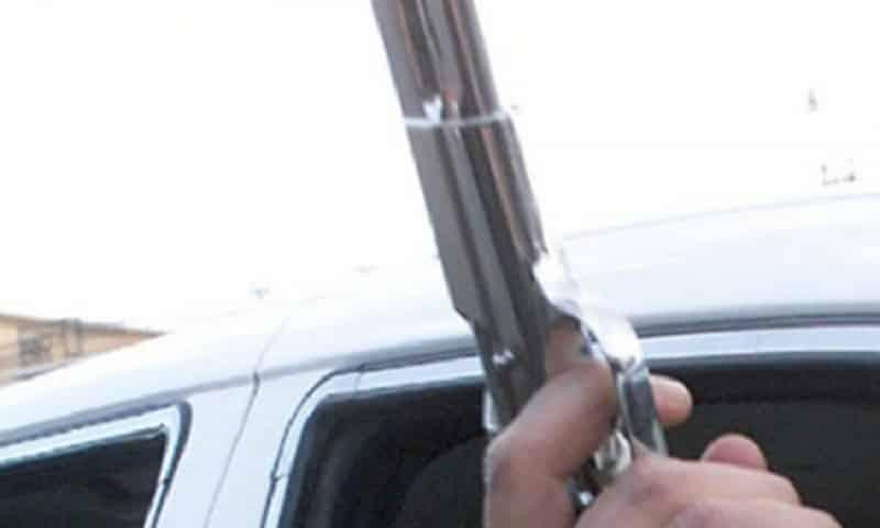 Došli iz inostranstva pa kroz prozor auta pucali iz gasnog pištolja