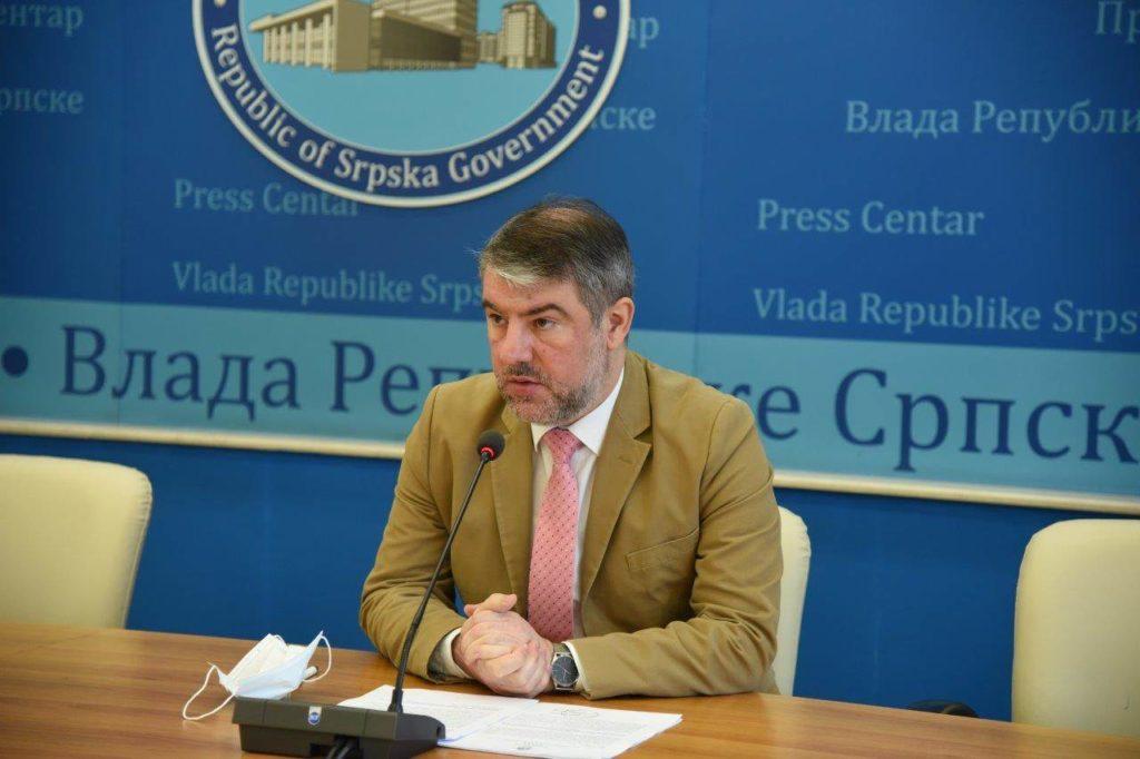 Ministar zdravlja RS Alen Šeranić objasnio je danas kako se liječe osobe u RS kod kojih je potvrđeno prisustvo novog virusa korona.