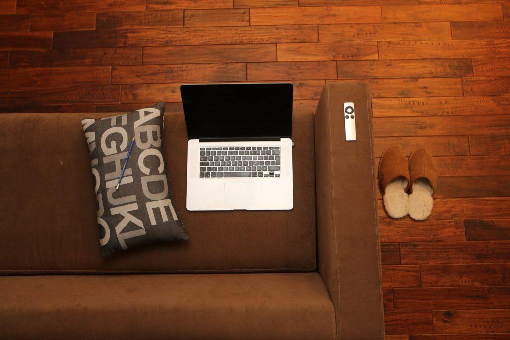 Kako da uštedite struju dok radite od kuće
