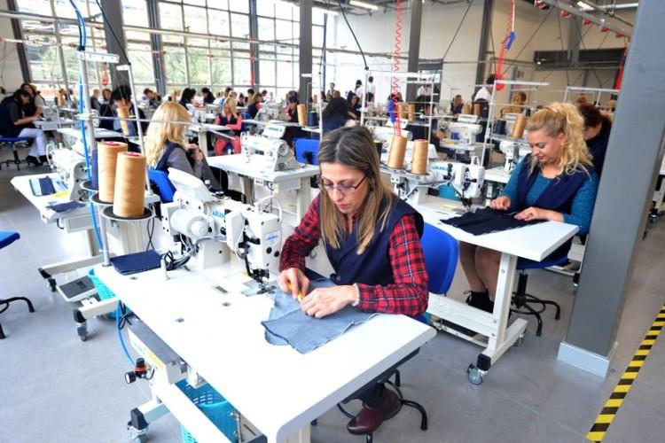 Epidemija prepolovila zaradu u tekstilnoj industriji u Srpskoj