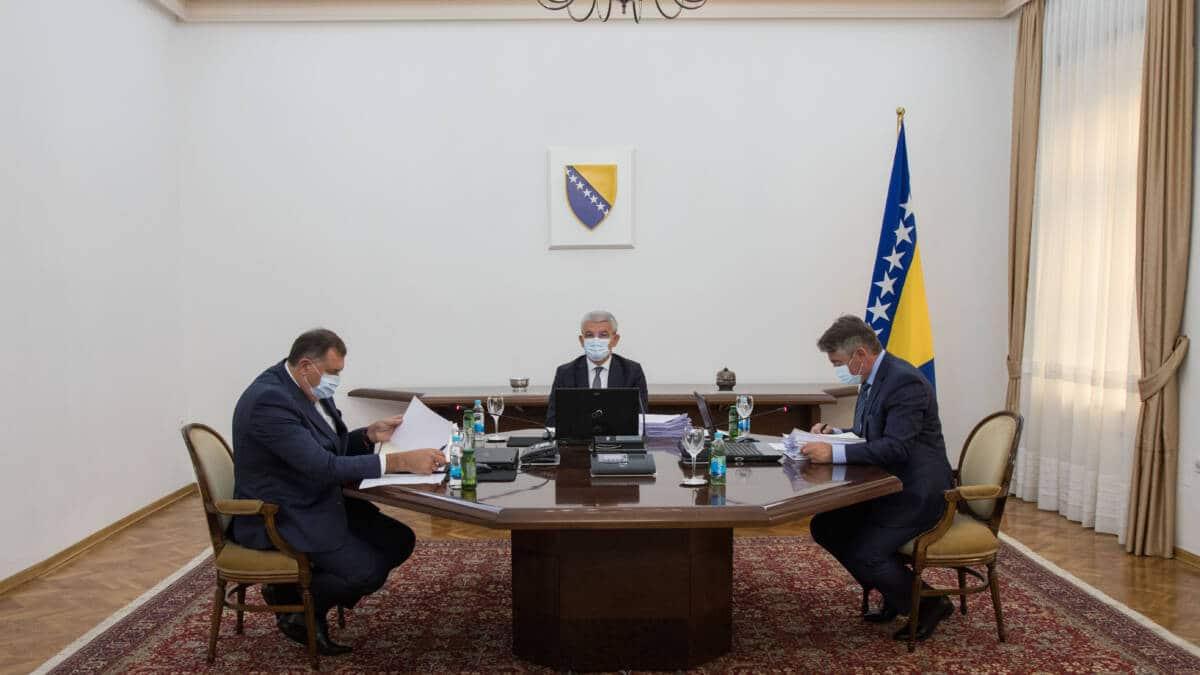 Dodik protiv priznanja samoproglašenog Kosova, Komšić i Džaferović za