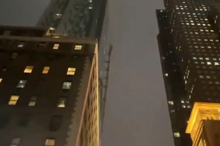 Okretao se kran na zgradi u Njujorku, ruševine padale na ulicu