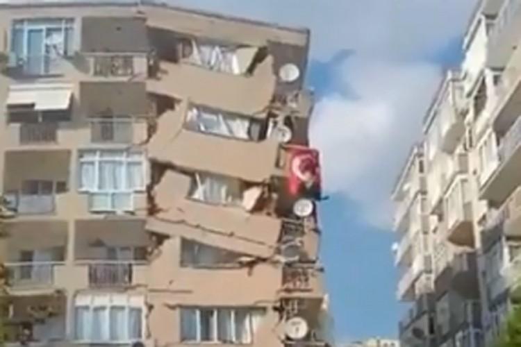 Snažan potres u Grčkoj i Turskoj, u Izmiru srušene zgrade