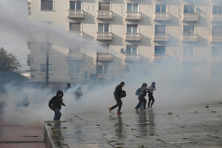 Sukob policije i demonstranata u Atini, upotrebljen suzavac i šok bombe