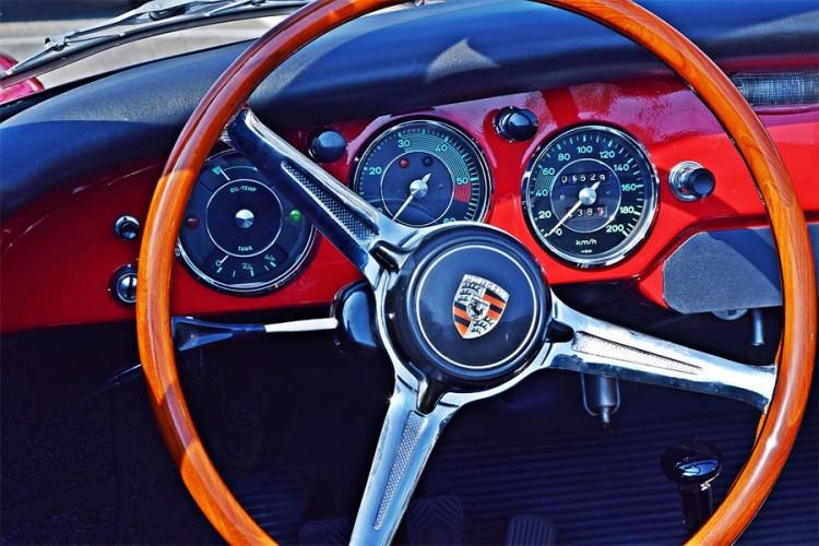 """Zašto se Porsche """"pali"""" s lijeve strane?"""