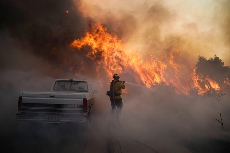 Zbog požara evakuisano 25.000 ljudi u Kaliforniji