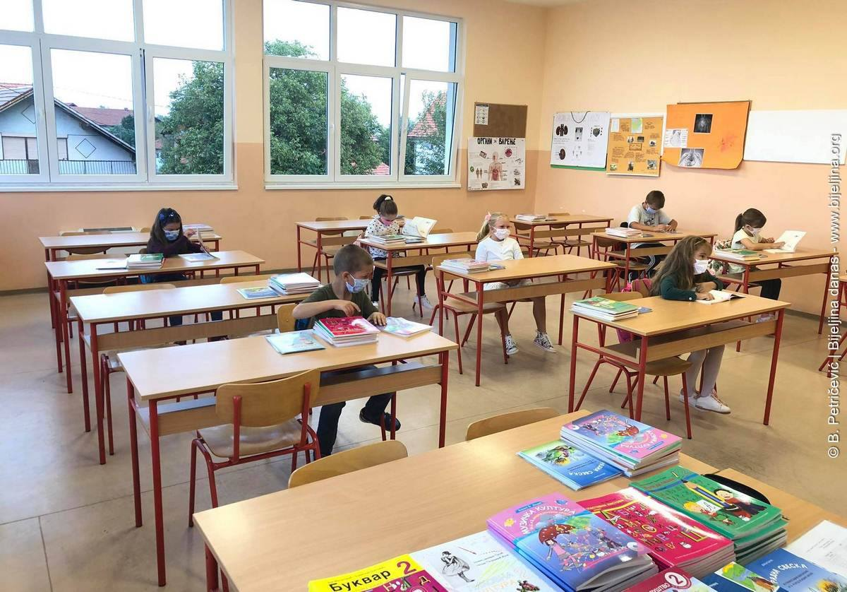 Učenici nižih razreda se vraćaju u klupe