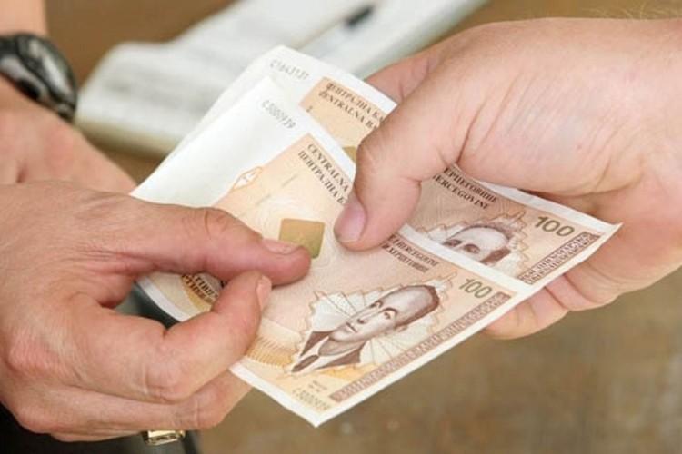 Povećana prosječna plata u RS u decembru