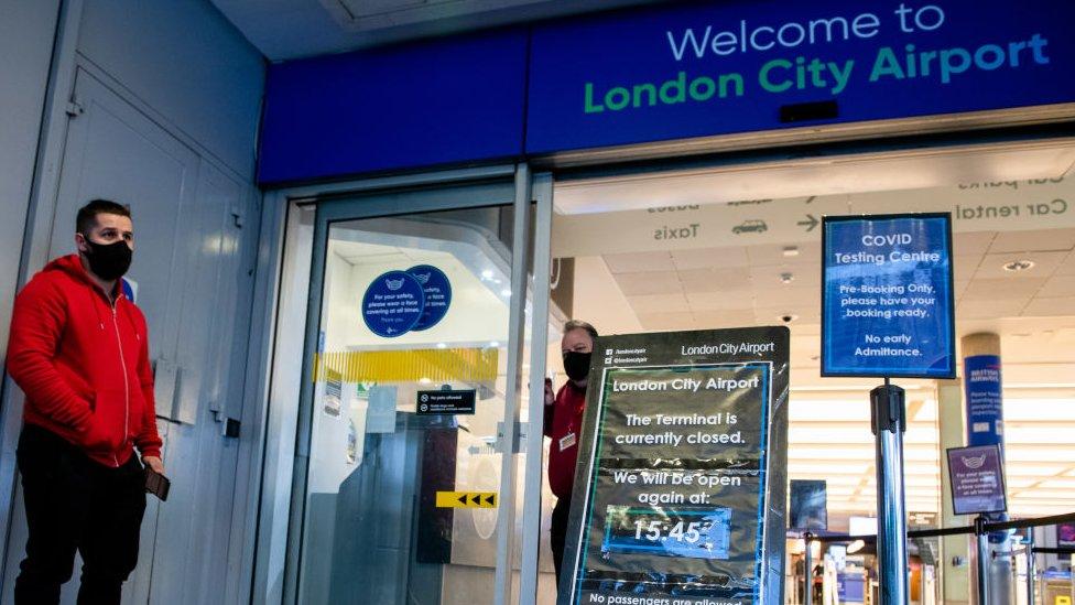Obavezan negativan test od 15. januara za sve putnike u Englesku
