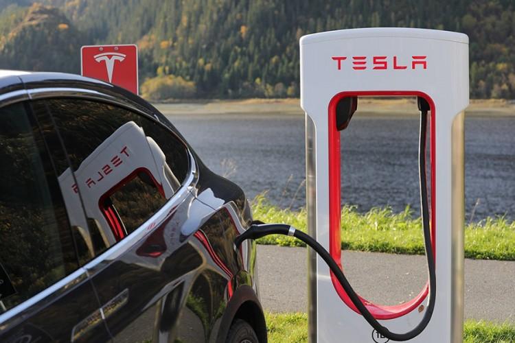 Tesla u velikim problemima