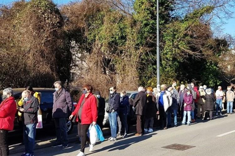 Ogroman red za vakcinaciju u Zagrebu