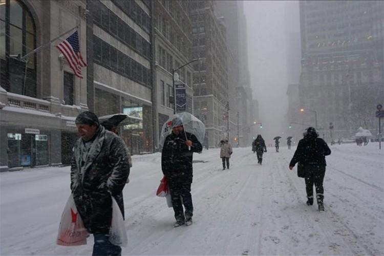 Snježna oluja pogodila SAD, zatvoren aerodrom u Denveru