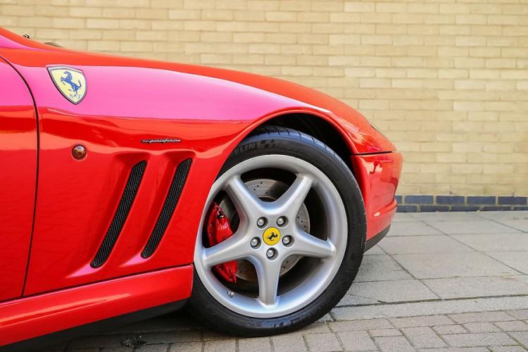 Ferrarijem se zabio u zid