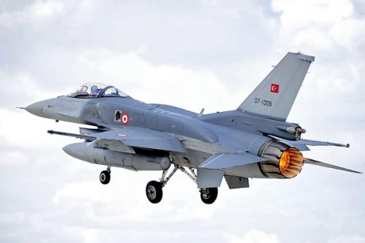 Srušio se turski vojni avion, piloti se spasili
