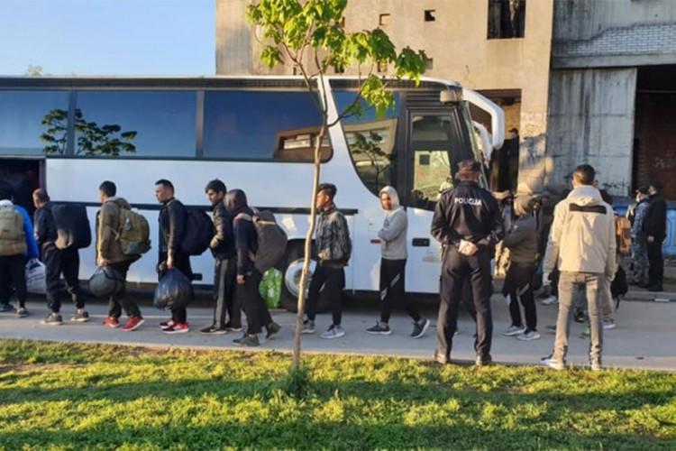 Oko 250 migranata premještno u kamp Lipa