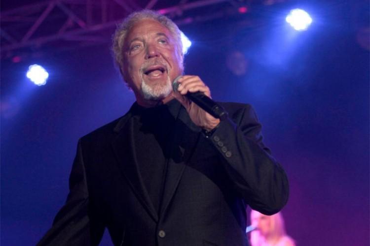 Tom Džons najstariji muzičar na vrhu top liste albuma