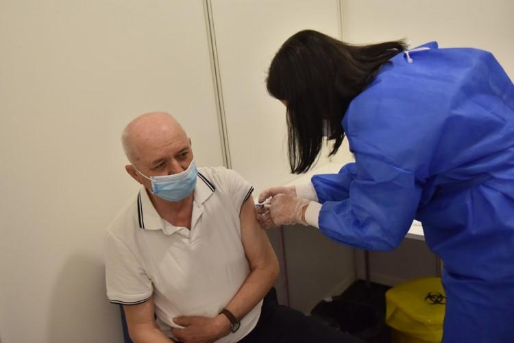 Medijski radnici i prosvjetari čekaju kineske vakcine