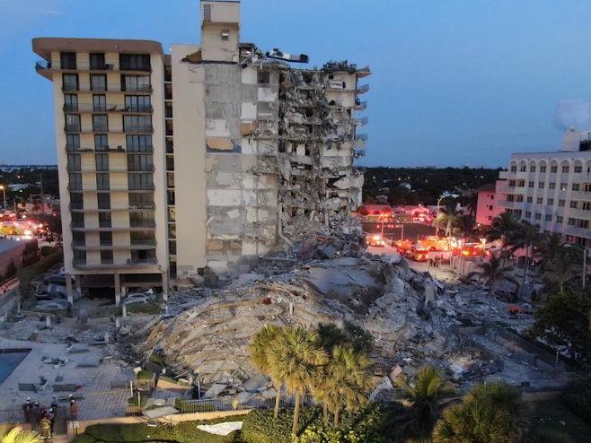 Florida: Јedno lice poginulo, u toku potraga za 51 stanarem