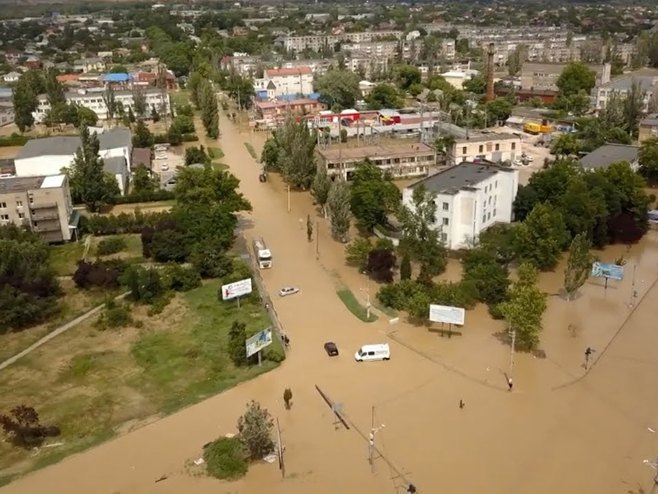 Na Krimu evakuisano oko 1.800 ljudi